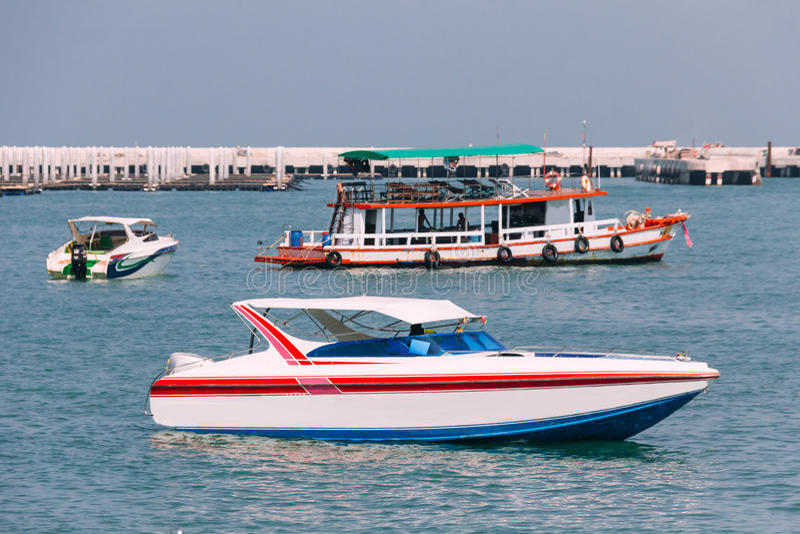 Bateau de Sideview Bowrider dans le golfe de Thaïlande photos libres de droits