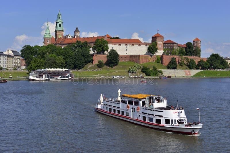 Bateau de touristes guidé de croisière sur la rivière la Vistule photo libre de droits