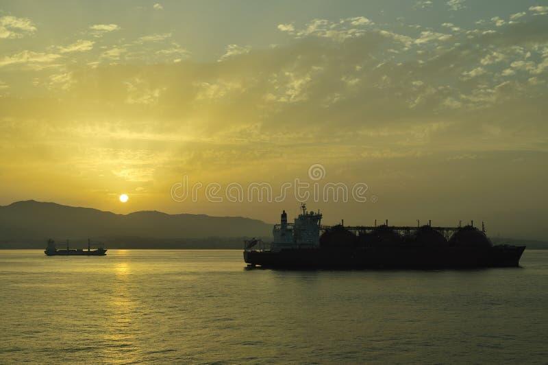 Bateau de transporteur de GNL pour le gaz naturel photographie stock