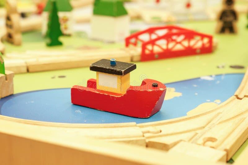 Bateau en bois de jouet photo libre de droits