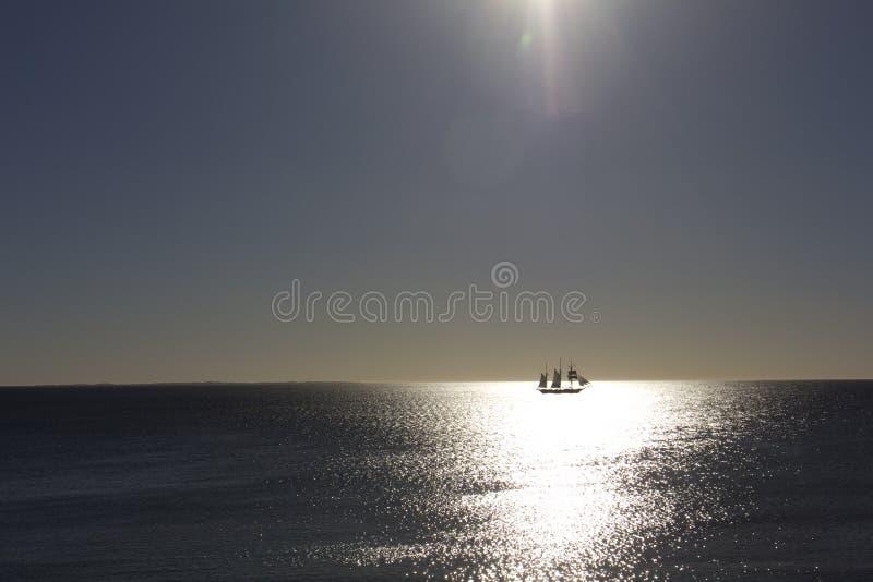 Bateau en mer ouverte photo libre de droits