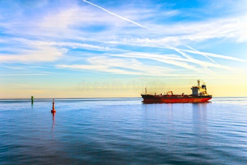 Bateau de pétrolier images stock
