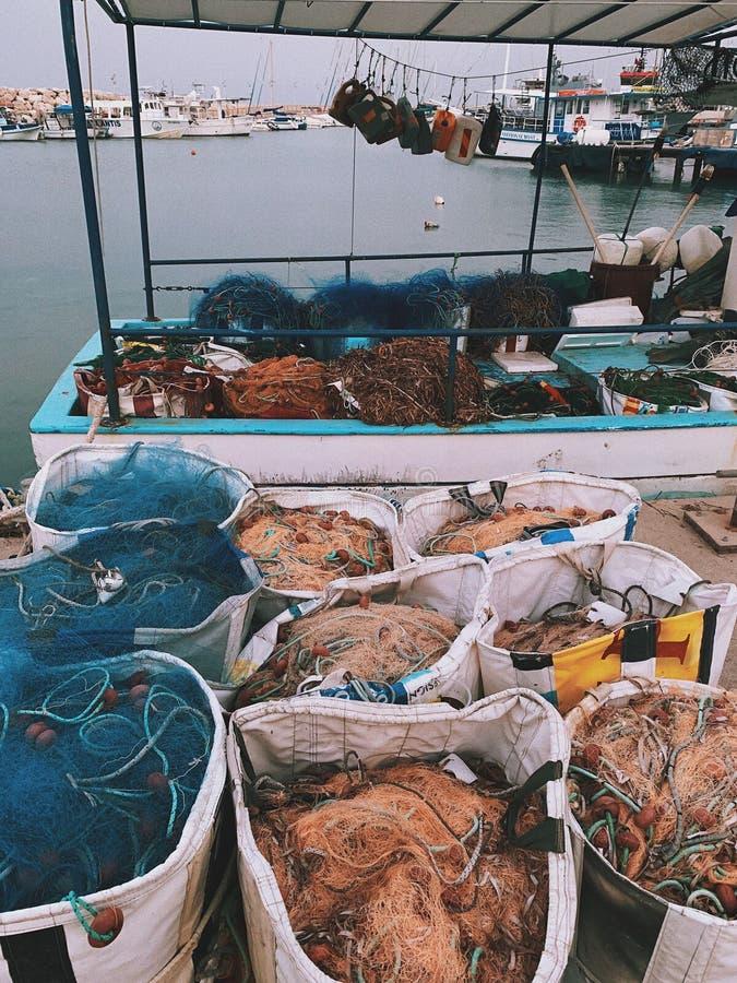 bateau et filets de fishermen's photos stock