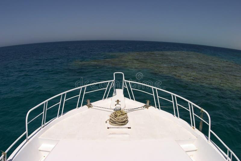 Download Bateau et horisont image stock. Image du bleu, blanc, piqué - 87045