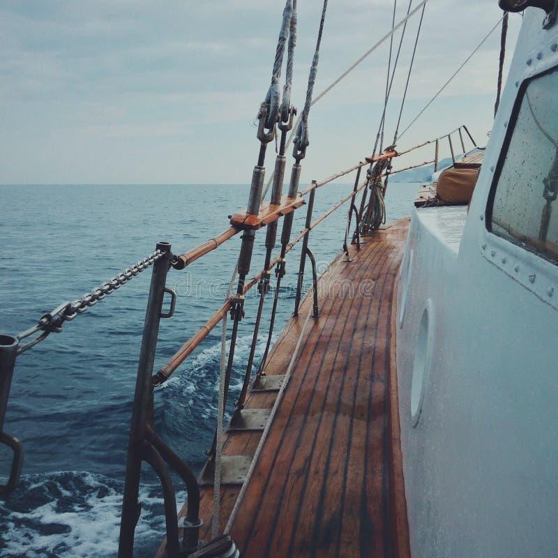 Bateau et paysage de mer photo libre de droits