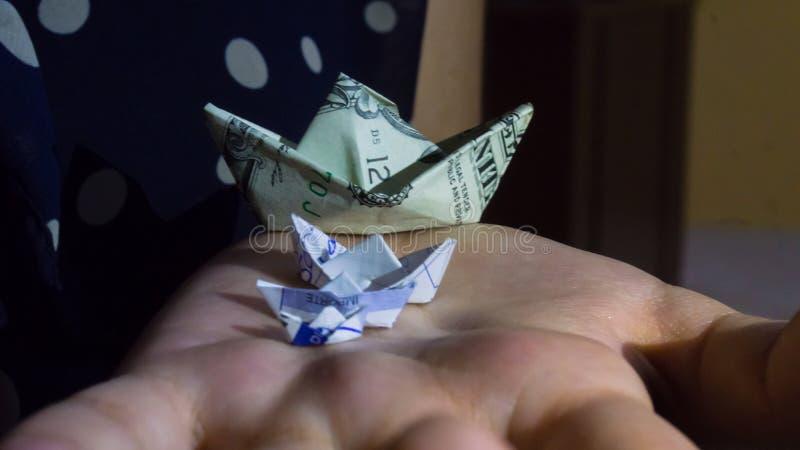 bateau fait avec un dollar photo libre de droits