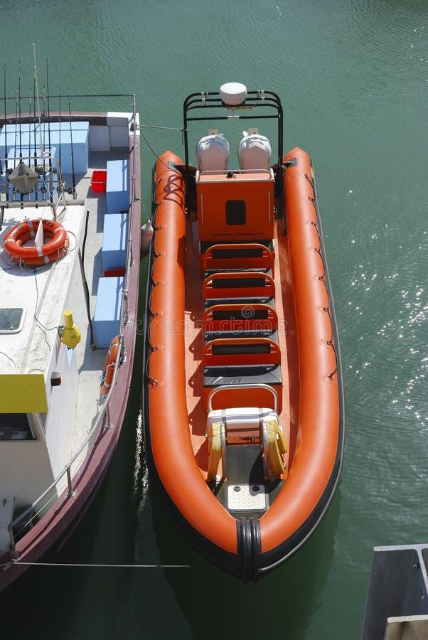 Bateau gonflable pour des voyages de mer. Brighton images libres de droits