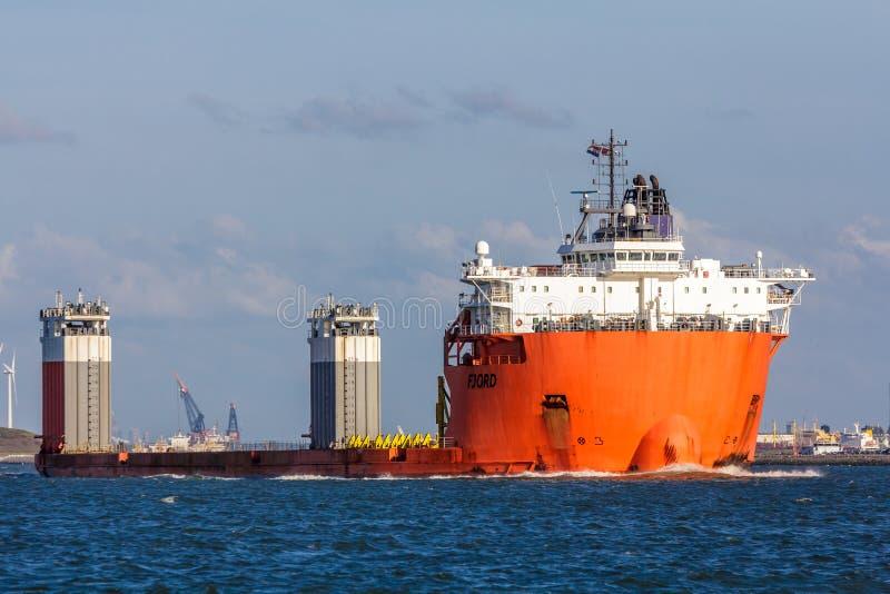 Bateau gros porteur de fjord image libre de droits