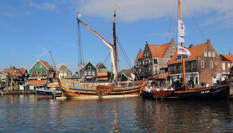 Bateau historique dans le port de Volendam en Hollande photos libres de droits