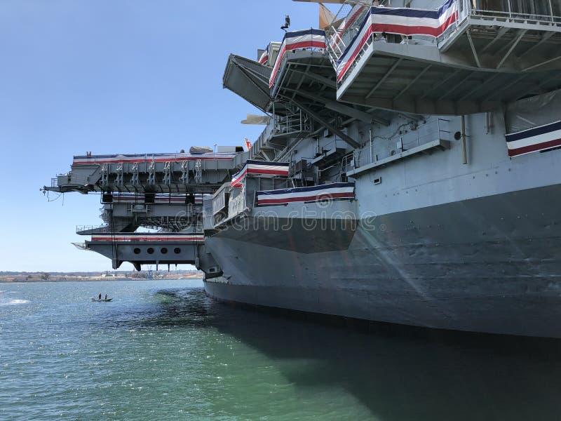 Bateau intermédiaire d'USS à San Diego photo libre de droits