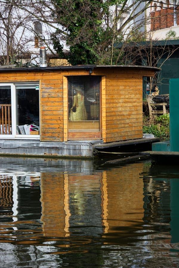 Download Bateau-maison photo éditorial. Image du prix, espace - 87701656