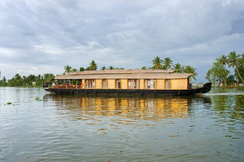 Bateau-maison indien traditionnel au Kerala, Inde images libres de droits