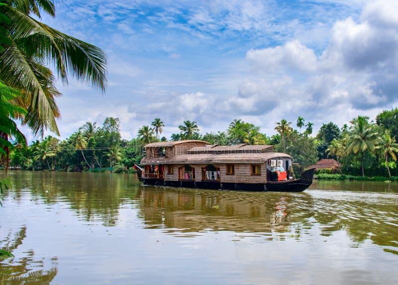 Bateau-maison indien traditionnel au Kerala, Inde image stock