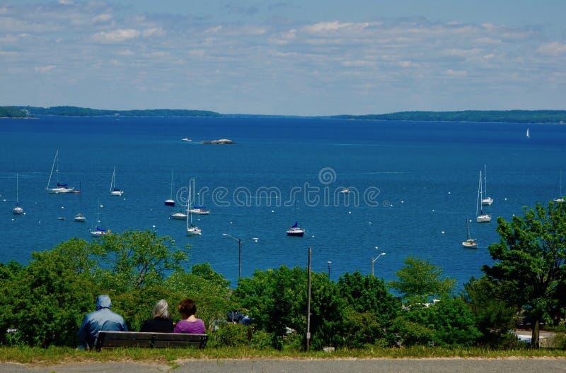 Bateau observant, baie de Casco, Portland, Maine, USA, le 11 juin 2018 photo libre de droits