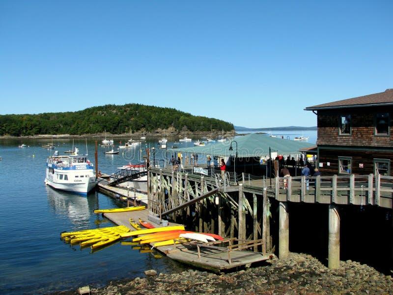 Bateau pour visiter le pays dans le port Maine Etats-Unis de barre photo libre de droits