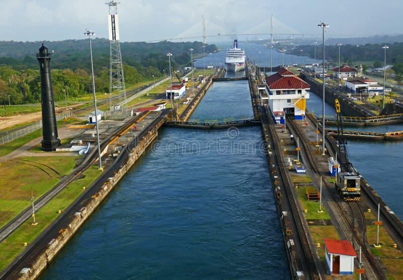 Bateau quittant le canal de Panama photo libre de droits