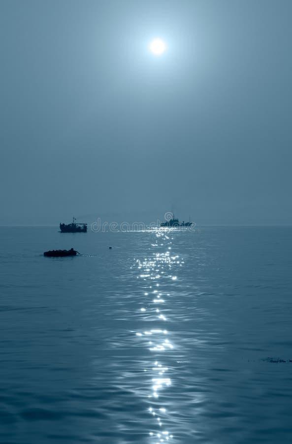 Bateau Sur La Mer Images stock