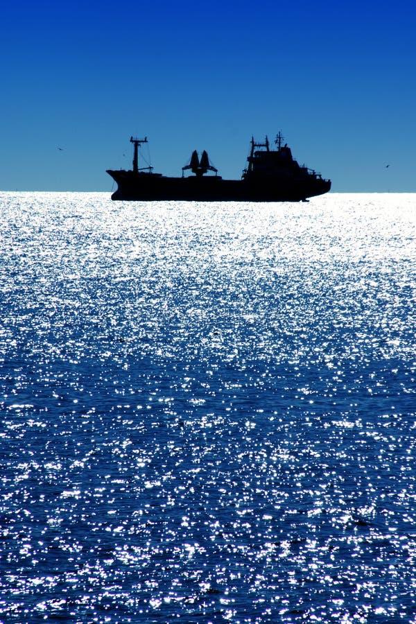Bateau sur la mer Méditerranée photo stock