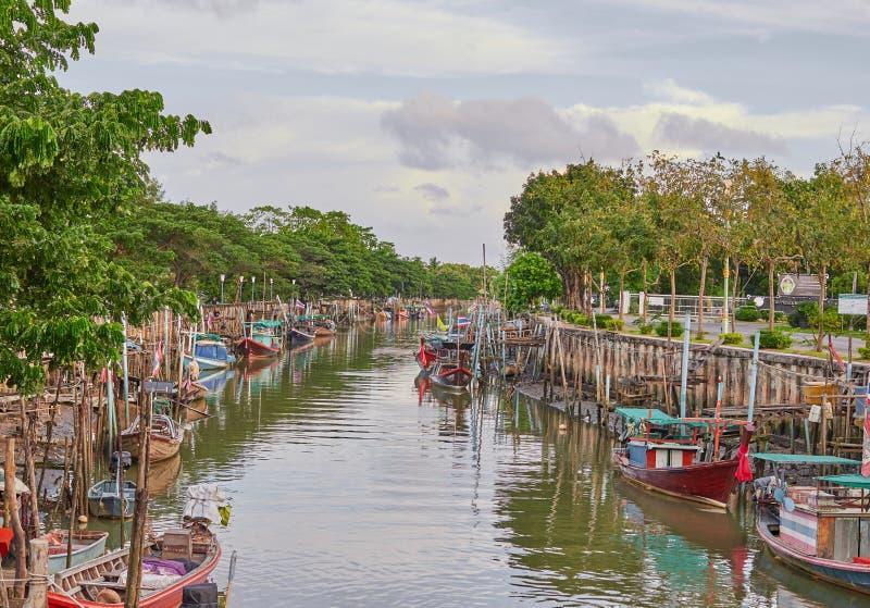 Bateau sur la rivière Thaïlande image stock