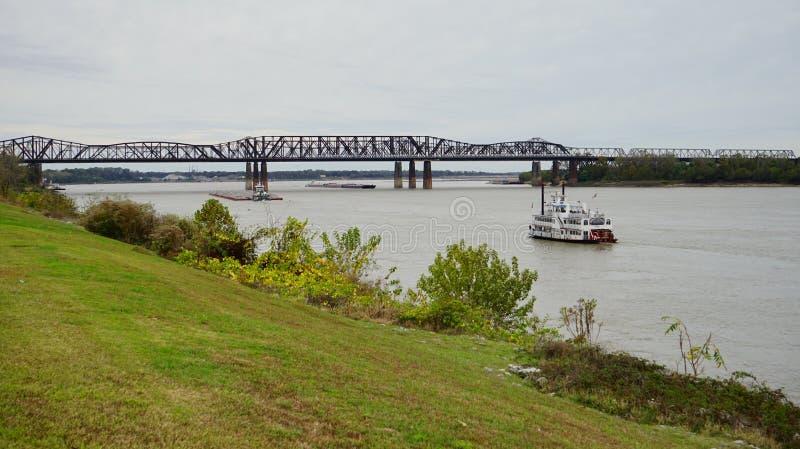 Bateau sur le fleuve Mississippi images stock