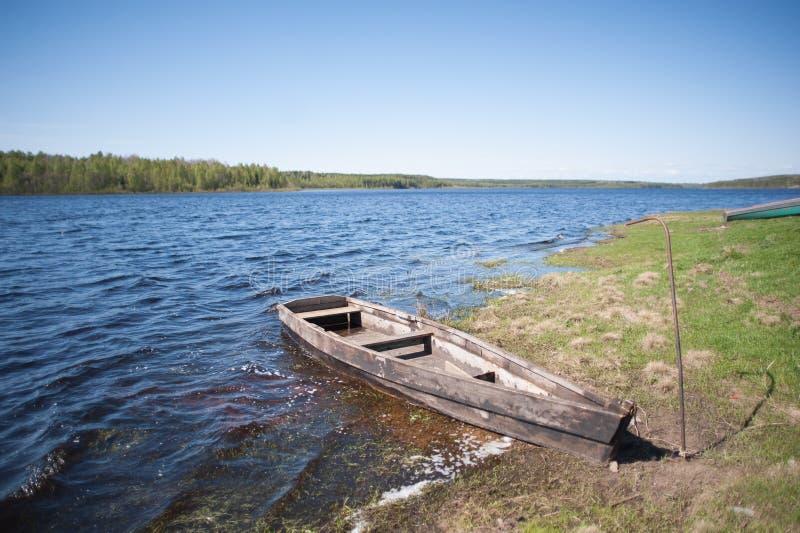 Bateau sur le lac photographie stock libre de droits