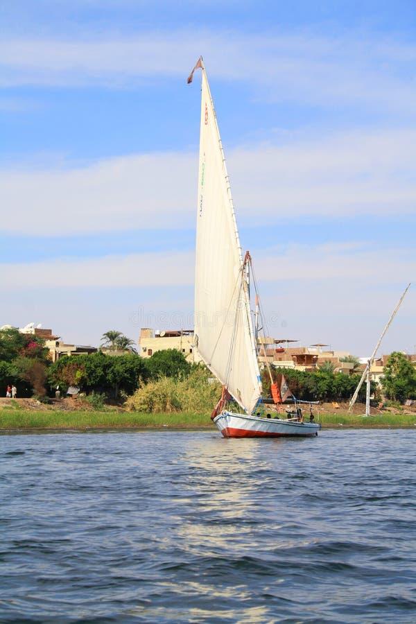 Bateau sur Nile River à Louxor Capitale antique de l'Egypte photographie stock