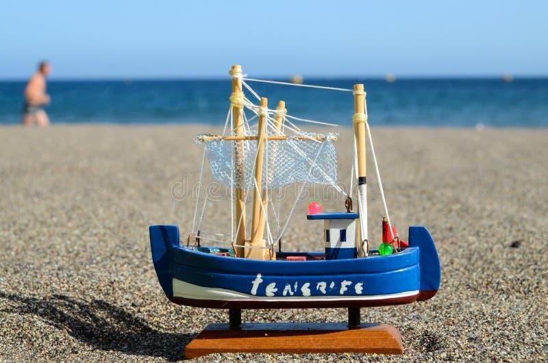 Download Bateau Toy Model de voile photo stock. Image du bateau - 45366034