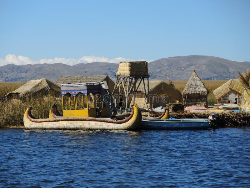 Download Bateau Traditionnel Dans Puno, Pérou Image éditorial - Image du indigène, canoë: 77161060