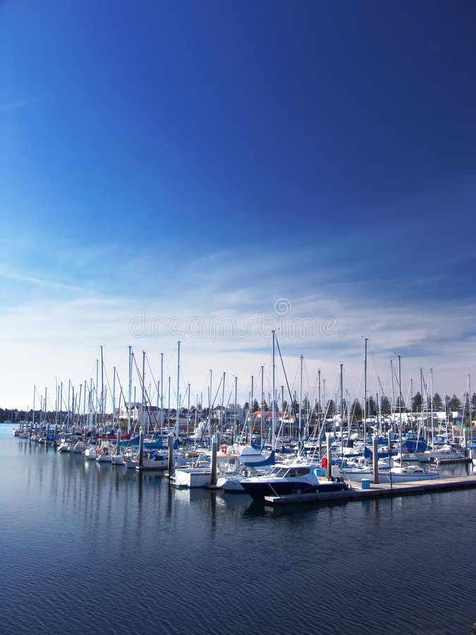 Bateaux à la marina image libre de droits