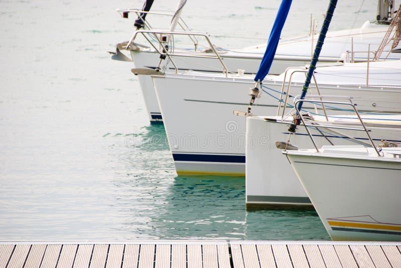 Bateaux à voiles au lac Garda photographie stock