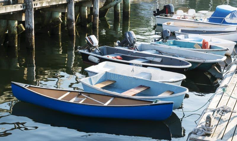 Bateaux attachés à un dock dans Maine photographie stock