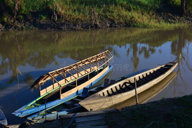 Bateaux chez le fleuve Amazone, Pérou photos libres de droits