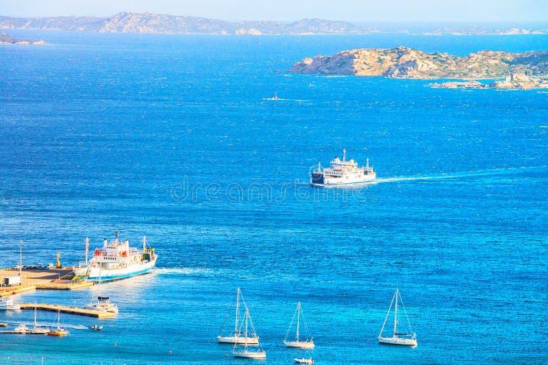 Bateaux chez Maddalena Island en Costa Smeralda Sardinia photos libres de droits