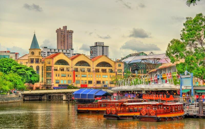 Bateaux d'héritage sur la rivière de Singapour photos stock