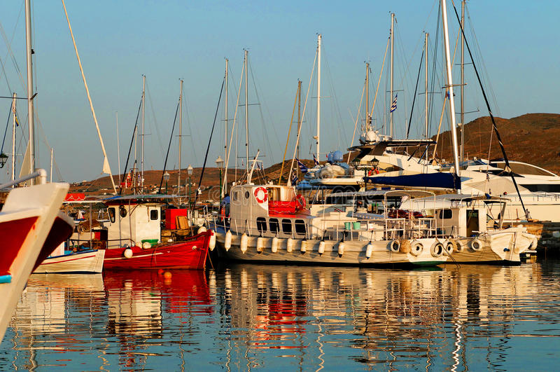 Bateaux dans la marina photo libre de droits