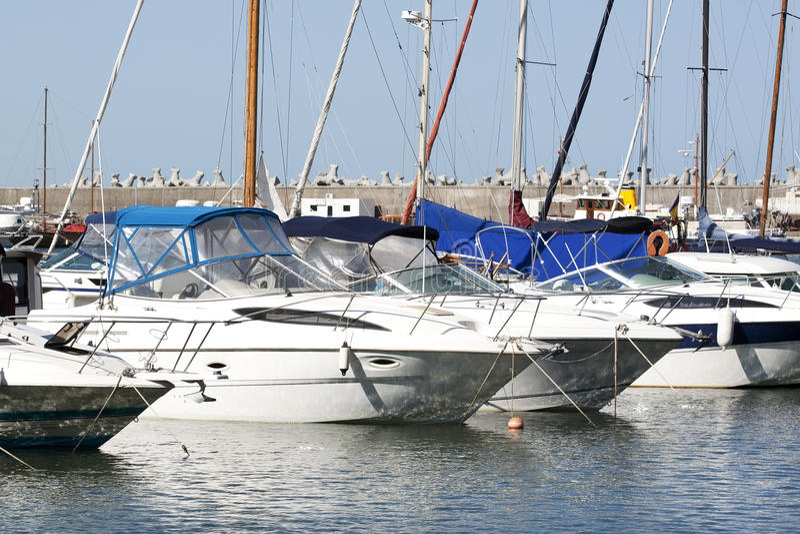 Bateaux dans la marina images libres de droits