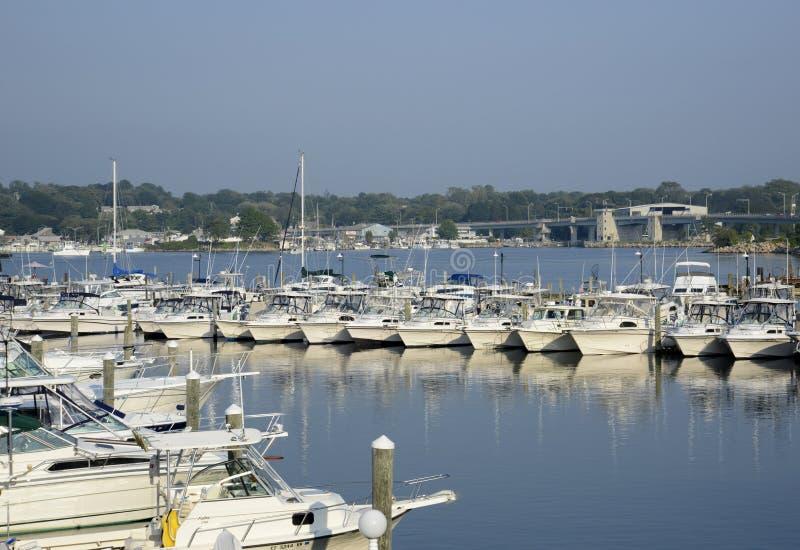 Bateaux dans le fleuve de Niantic dans le Connecticut images stock