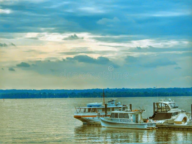 Bateaux dans le fleuve Potomac dans le Maryland Etats-Unis image stock