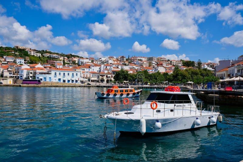 Bateaux dans le port de Pylos, Péloponnèse, Grèce image stock