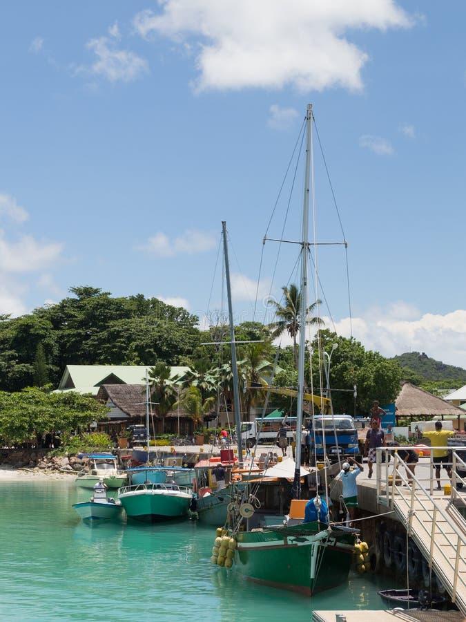 Bateaux dans le port, Seychelles images stock