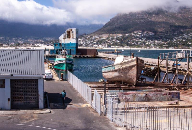 Bateaux dans une baie près de Cape Town, Afrique du Sud photographie stock