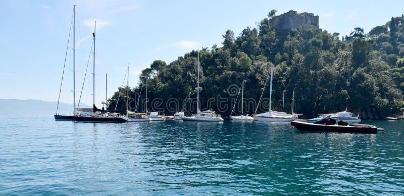 Bateaux de la vue OV dans Portofino photographie stock libre de droits