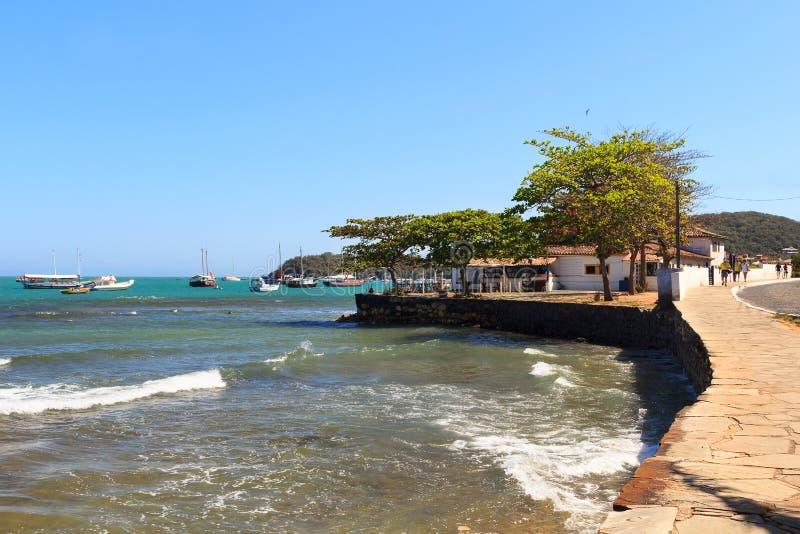Bateaux de mer de remblai dans DOS Buzios, Rio de Janeiro, Braz d'Armacao photographie stock
