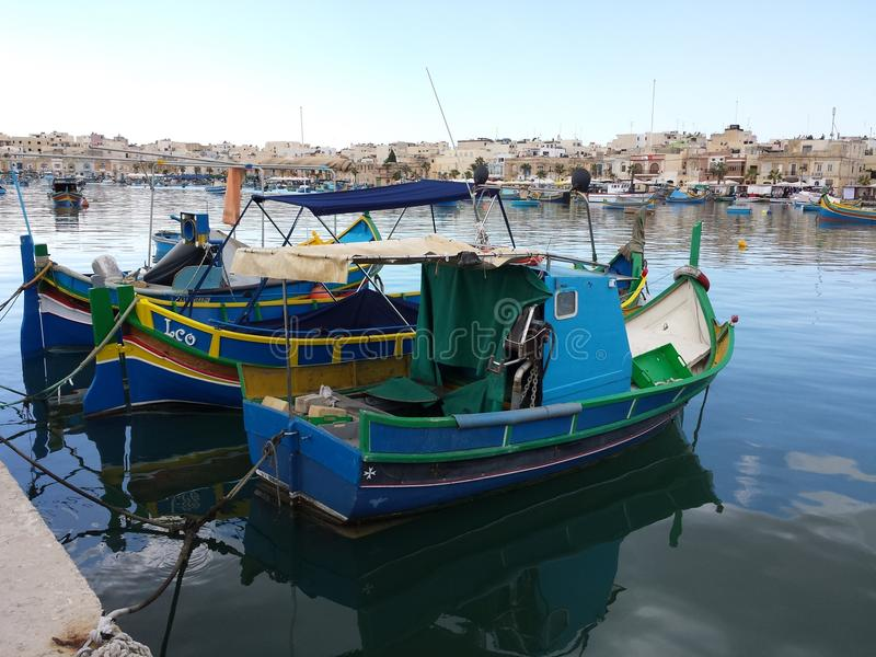 Bateaux de pêche à Malte photo stock