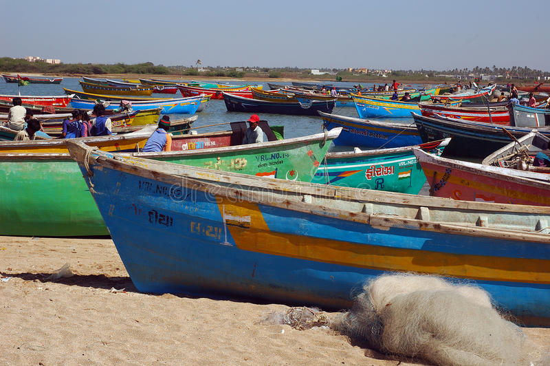 Bateaux de pêche au Goudjerate images libres de droits