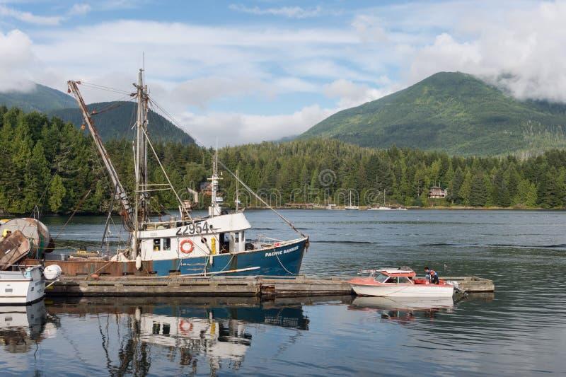 Bateaux de pêche au port d'Ucluelet photo stock