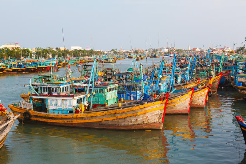 Bateaux de pêche au Vietnam image libre de droits