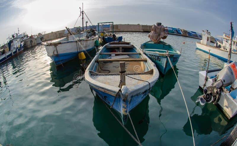 Bateaux de pêche au vieux port de Jaffa photographie stock libre de droits