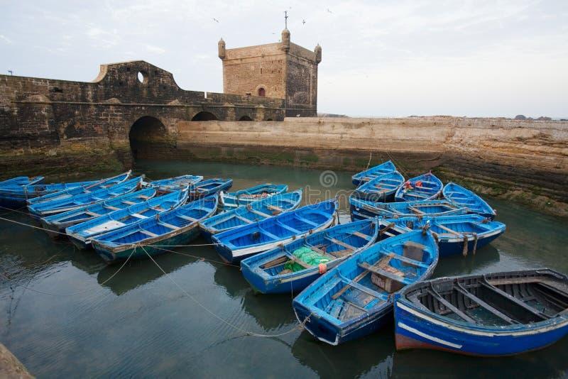 Bateaux de pêche bleus image libre de droits