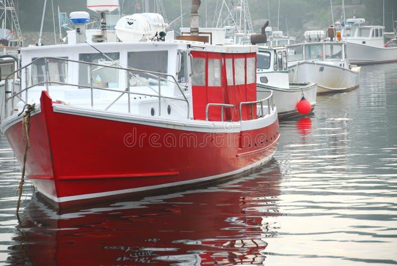 Bateaux de pêche dans le port photos libres de droits